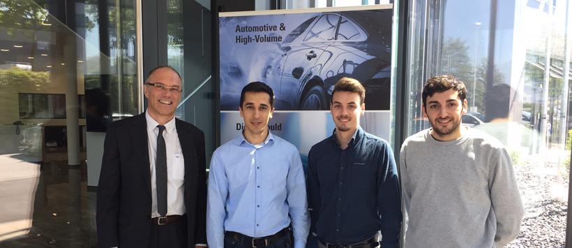 Diego y Raúl, dos ingenieros industriales del proyecto CATPRO 2016 trabajando en MAKINO
